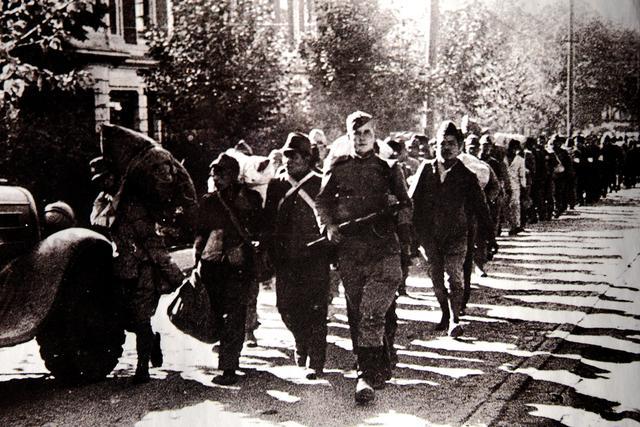苏联红军押送战俘行进在南岗区红军街上
