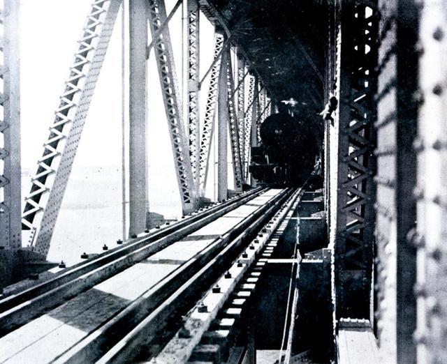 铁路桥投入运行